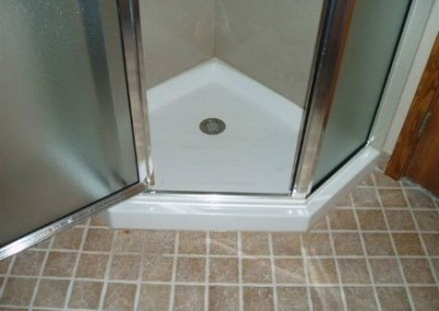 Neo angle shower surround with large corner soap and shampoo shelf and fiberglass base (1)